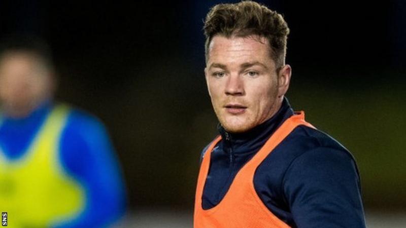 David Cox, Stenhouse ve Albion Rovers arasındaki molada Ochilview'den ayrıldı.