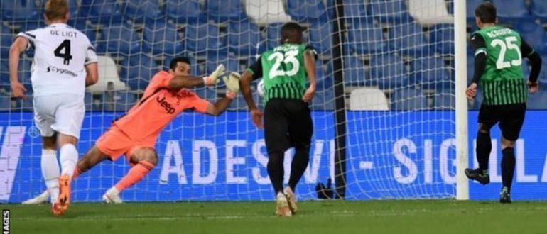 Gianluigi Buffon, kariyerinde 657. lig maçında penaltı atışıyla Serie A maçlarının rekorunu elinde tutuyor.